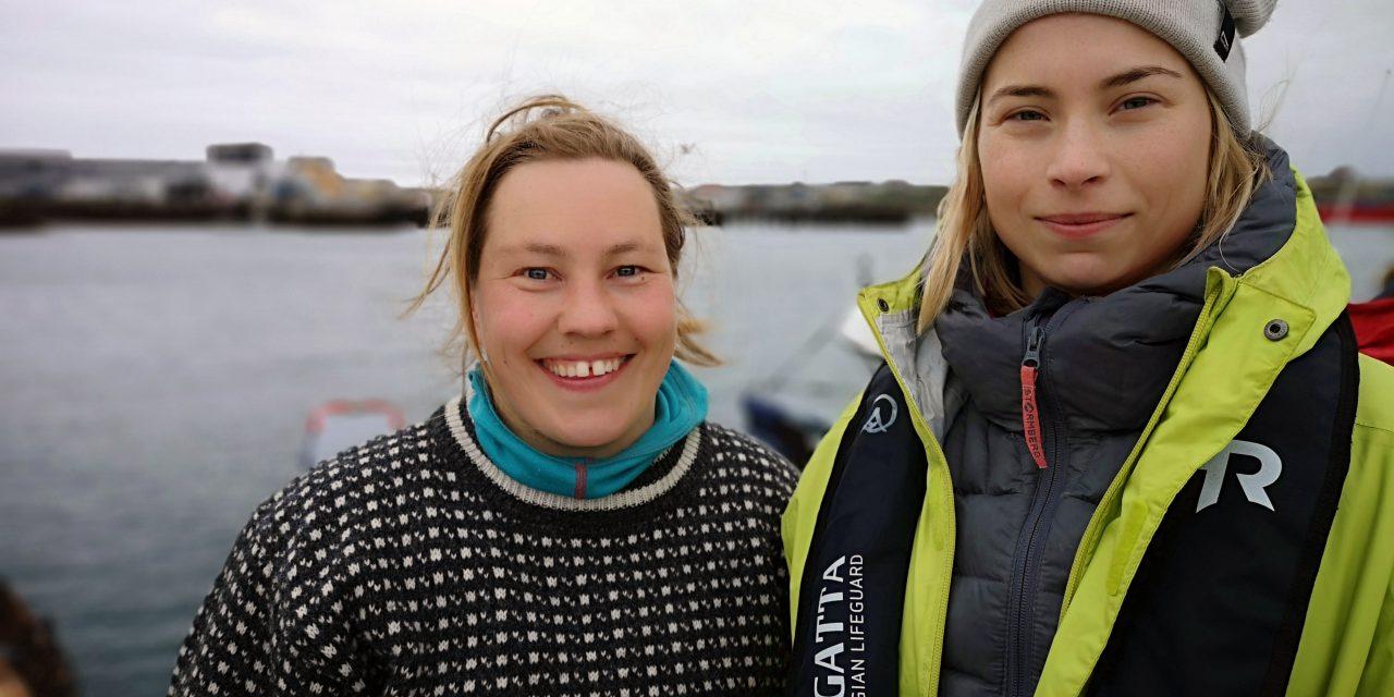 Tøffe kvendamer rodde over Varangerfjorden