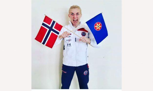Jublet med kvenflagget for VM-sølv