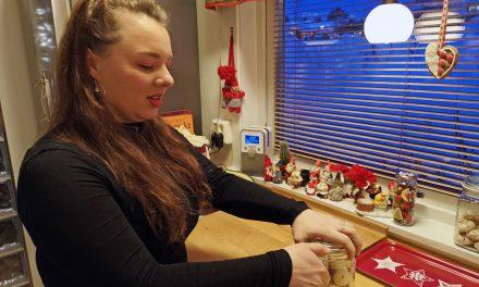 – Det blir ingen jul uten rømmekolle og lammerull