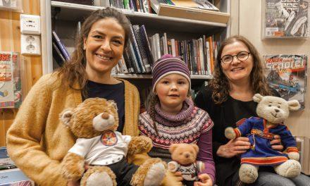 Barna får lære hilsesang på kvensk
