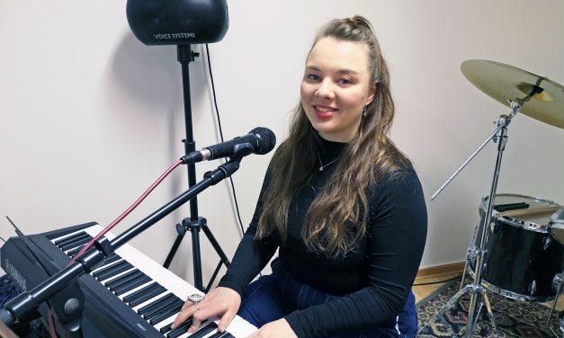 Kvenske Thea skaper sin egen musikksjanger