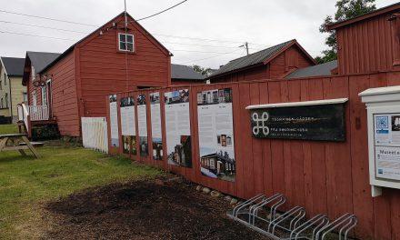 I sommer er Varangerhus-utstillingen tilgjengelig utendørs