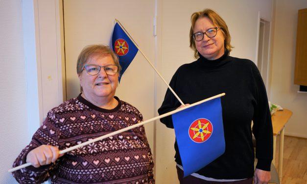 Pakker og sender ut flagg til nasjonaldagen