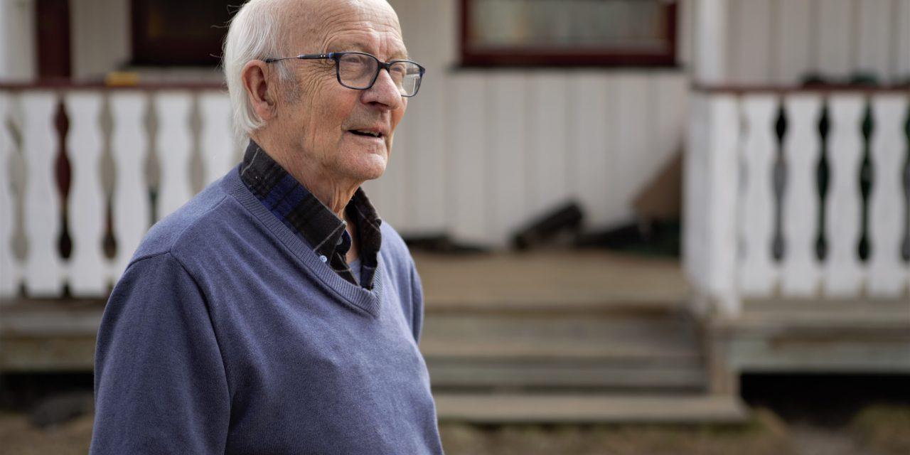 84 år gamle Ragnvald driver ennå deltidsbruk